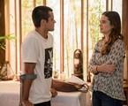 Téo (Felipe Simas) e Luna (Juliana Paiva) em 'Salve-se quem puder' | TV Globo