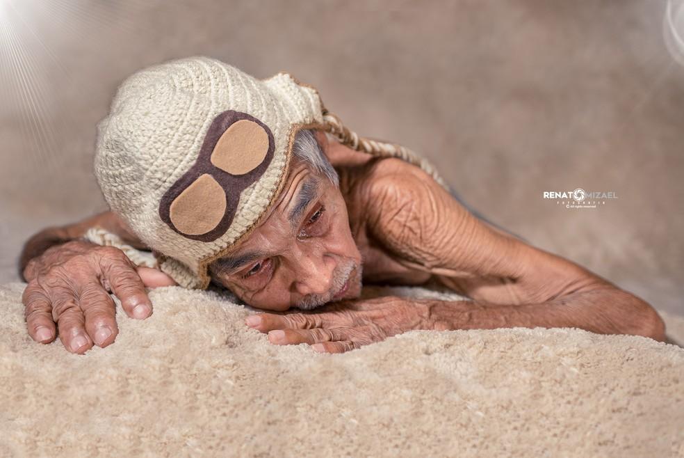 Foto 'aviador' realizado com a ajuda de um tapete na casa da irmã de Renato (Foto: Renato Mizael)