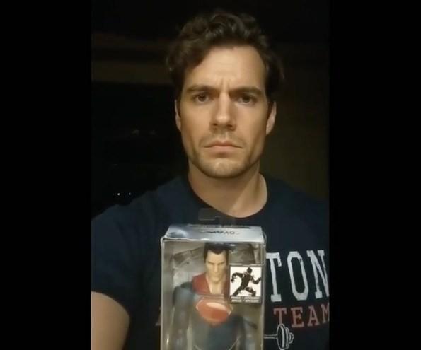 Henry Cavill deixando mensagem estranha para os fãs após notícias sobre o fim da sua era em Superman (Foto: Reprodução/Instagram)