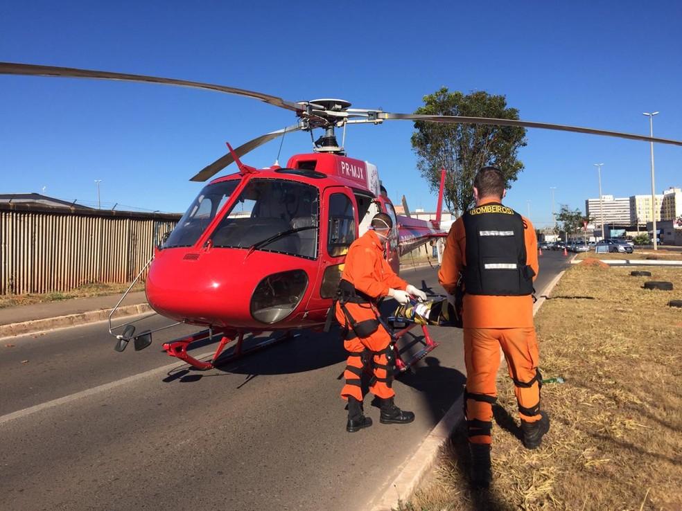 Criança de 2 anos é atropelada por caminhão, no DF, e socorrida de helicóptero em estado grave — Foto: CBMDF/Divulgação