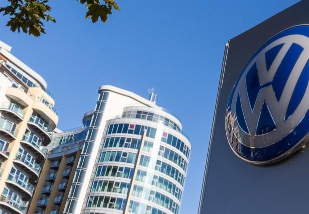 Logo da montadora Volkswagen é visto em Londres (Foto: Rob Stothard/Getty Images)