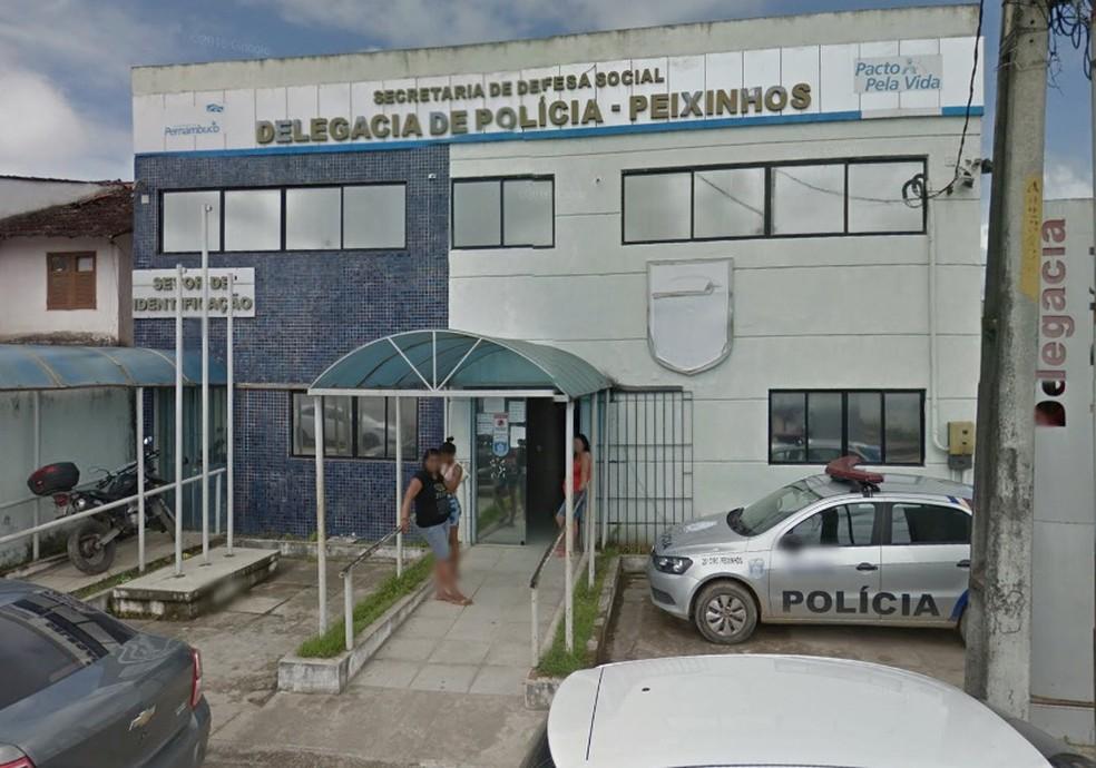 Vítima prestou queixa na Delegacia de Peixinhos, em Olinda — Foto: Reprodução/Google Street View