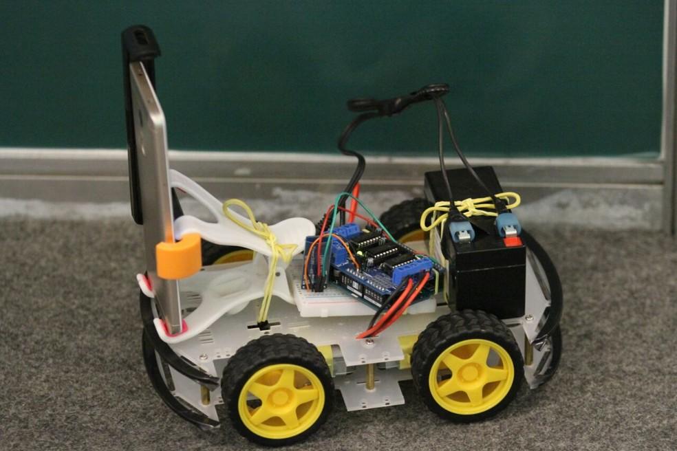 Protótipo de cadeira de rodas inteligente está em exposição na feira (Foto: Marlon Costa/Pernambuco Press)