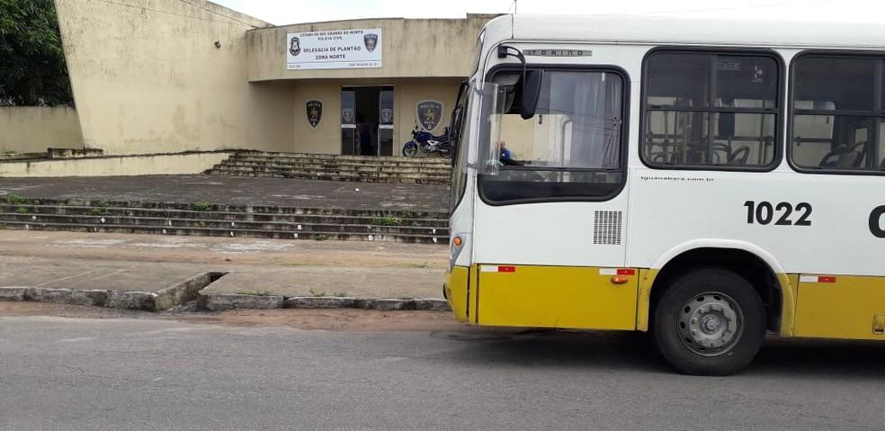 Assalto a passageiros de ônibus foi registrado na Delegacia de Plantão da Zona Norte de Natal.  — Foto: Klênyo Galvão/Inter TV Cabugi