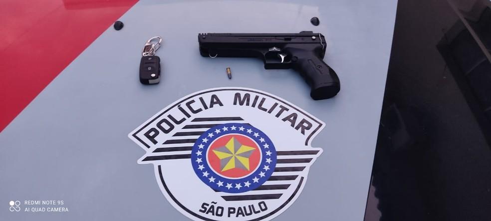 Polícia Militar apreendeu uma arma de pressão adaptada calibre 22 — Foto: Polícia Militar