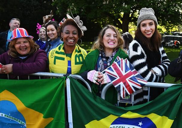 Fãs brasileiros acompanham o casamento de Harry e Meghan (Foto: Getty Images)