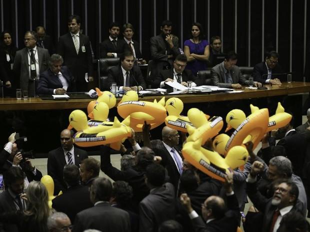 Deputados durante sessão na qual foi votada terceirização irrestrita (Foto: Fábio Rodrigues Pozzebom/Agência Brasil)