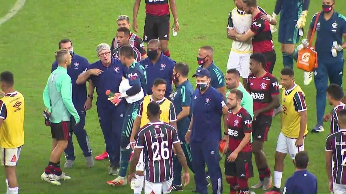Fluminense x Flamengo: Gabigol é expulso, comissões técnicas discutem e dirigente xinga; veja vídeo da confusão – globoesporte.com
