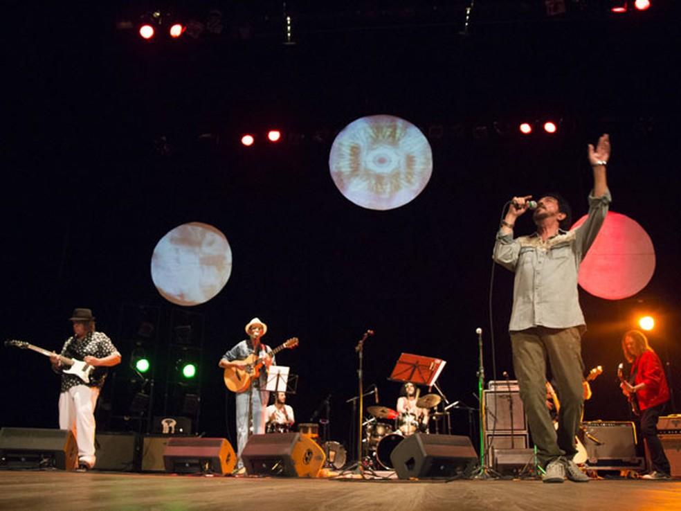 Ave Sangria toca no palco da Praça do Arsenal, na segunda de carnaval (Foto: Rapha Oliveira/Divulgação)