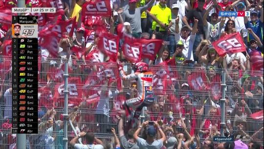 Márquez vence em Jerez e dispara no Mundial; acidente múltiplo tira favoritos