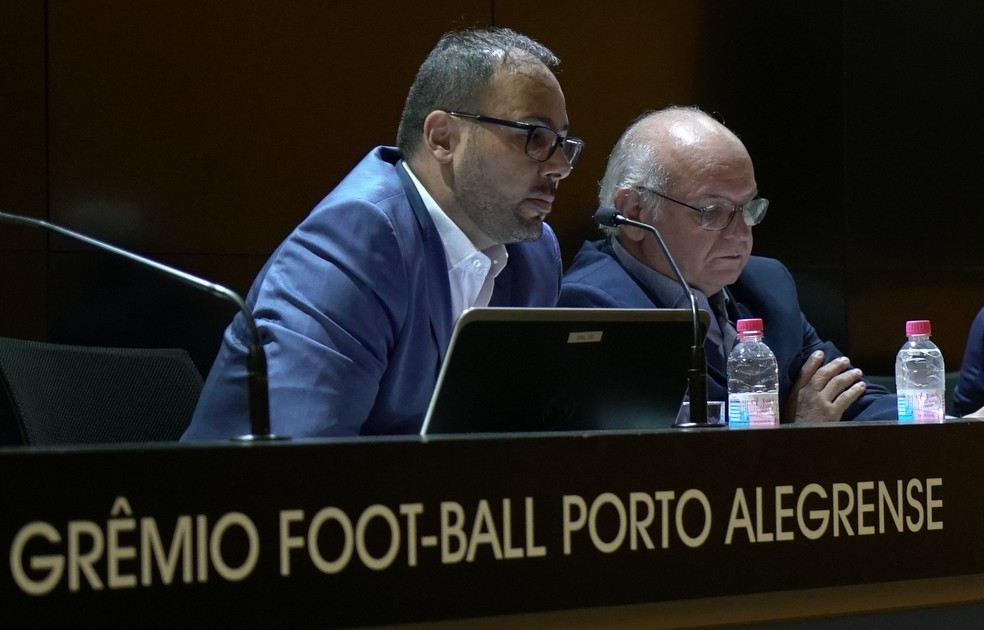 CEO Carlos Amodeo ao lado do presidente Romildo Bolzan Júnior — Foto: Divulgação / Grêmio FBPA