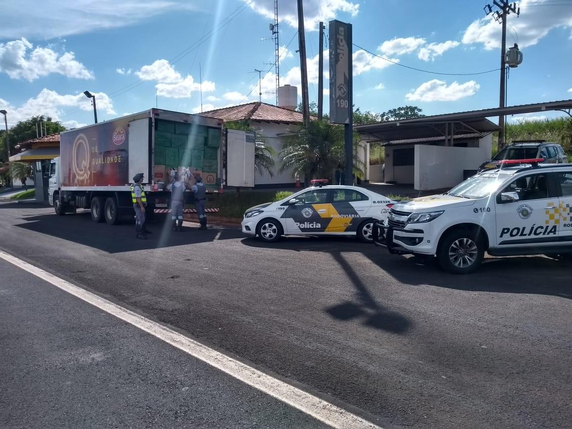 Polícia Rodoviária apreende caminhão com mais de 200 mil maços de cigarros em Ourinhos