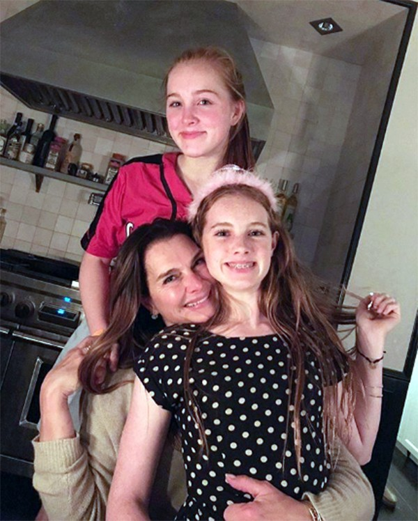 Brooke Shields e as filhas Grier (12 anos) e Rowan (15 anos) (Foto: Instagram)