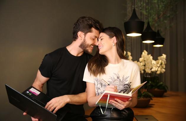 O casal Camila Queiroz e Klebber Toledo está confirmado (Foto: Klebber Toledo)