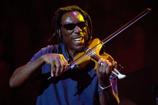 Boyd Tinsley em apresentação com a Dave Matthews Band (Foto: Getty Images)