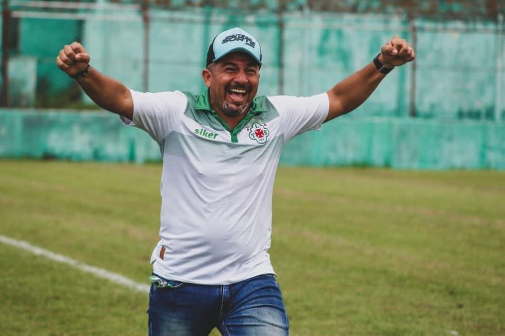 Robson Melo comemora acesso com a Tuna Luso — Foto: Matheus Vieira/Ascom Tuna
