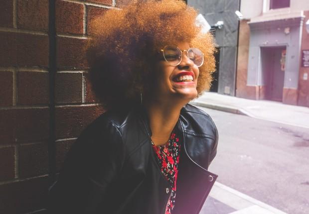 """Segundo o estudo, uma vida social """"saudável"""" deixa pessoas altamente inteligentes com menos satisfação com a vida (Foto: Nappy)"""