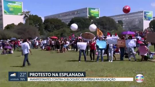 Protesto na Esplanada dos Ministérios contra o corte de verbas na educação