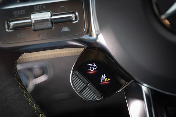 Dá para escolher o ajuste do carro através de botões na direção (Foto: Divulgação)