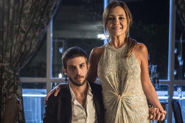 Chay Suede e Adriana Esteves (Foto: Globo/Mauricio Fidalgo)