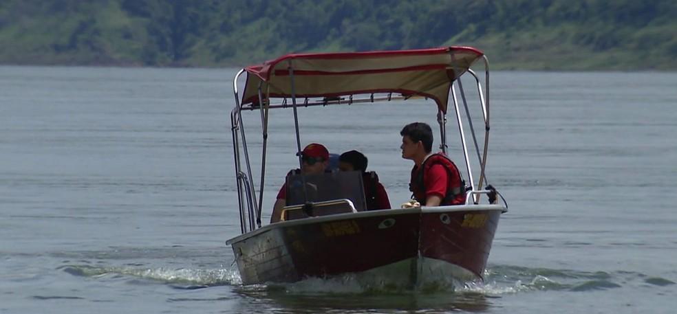 Equipes do Corpo de Bombeiros e da Marinha faziam buscas desde o dia do desaparecimento, depois de ser vista se afogando — Foto: Reprodução/RPC