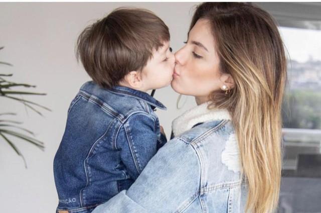 Bruna Hamú com seu filho, Júlio  (Foto: Arquivo pessoal)