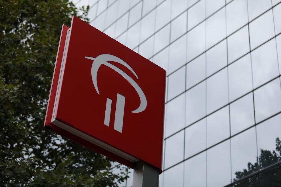 Placa com logomarca do banco Bradesco na avenida Berrini, zona sul de São Paulo — Foto: Marcelo Brandt/G1