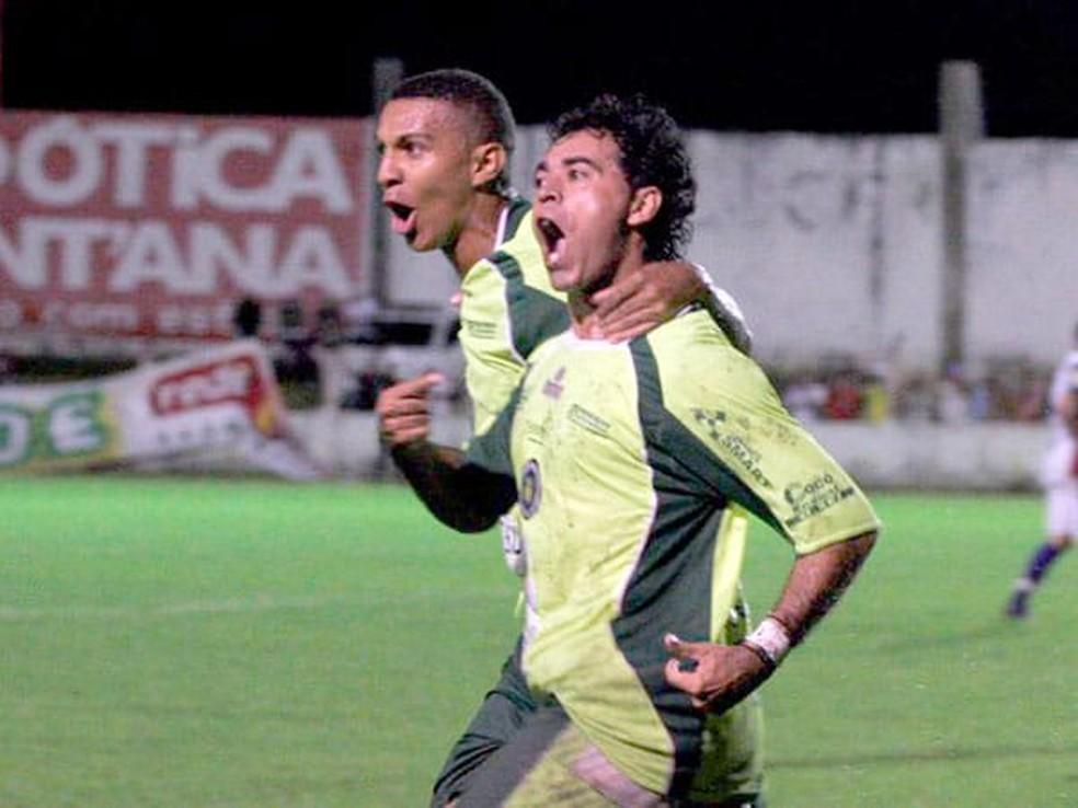 Luciano Paraíba comemora gol na decisão de 2009 — Foto: Frankie Marcone
