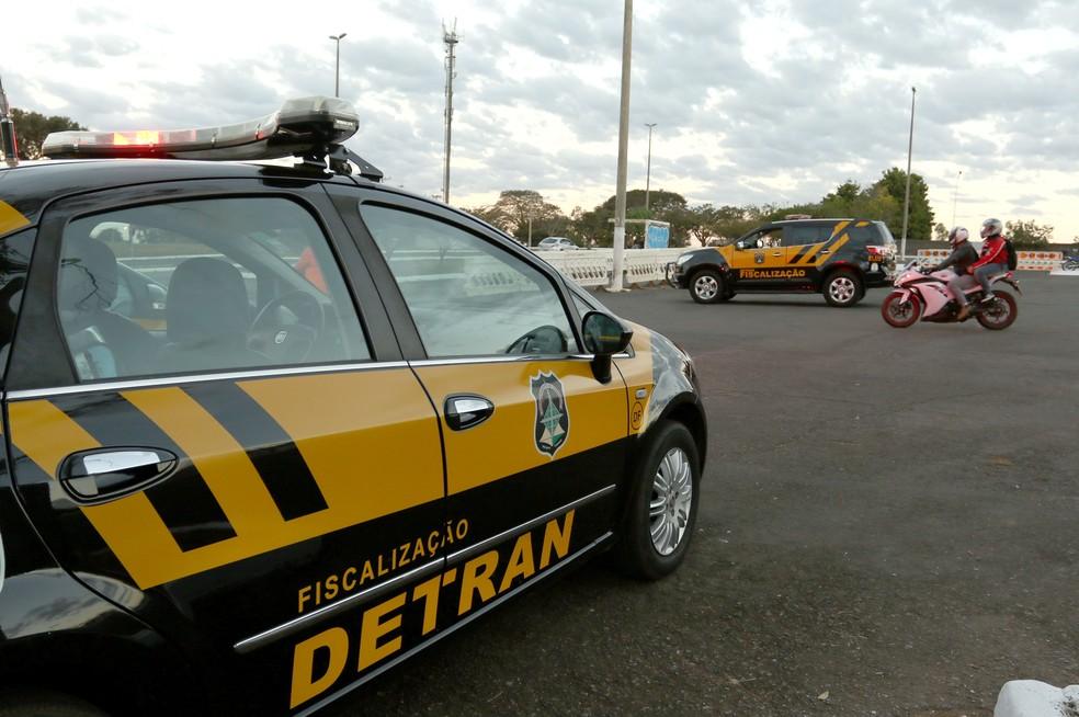 Carro de fiscalização do Detran do Distrito Federal (Foto: Andre Borges/Agência Brasília)