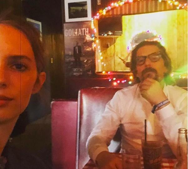 A atriz Maya Ray Thurman Hawke com o pai, o ator Ethan Hawke (Foto: Instagram)