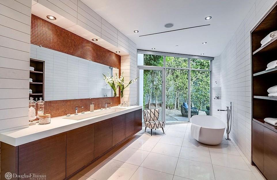 Mansão de Hugh Hefner herdada por Crystal Harris Hollywood Hills (Foto: Divulgação Imobiliária Douglas Elliman)