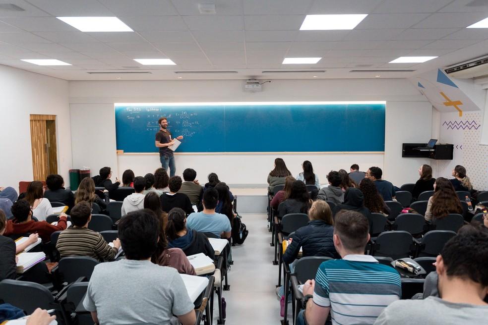 Na prática, alunos da rede pública ou privada ganham um instrumento de respeito em função da sua consciência e crença — Foto: Marcelo Brandt/G1