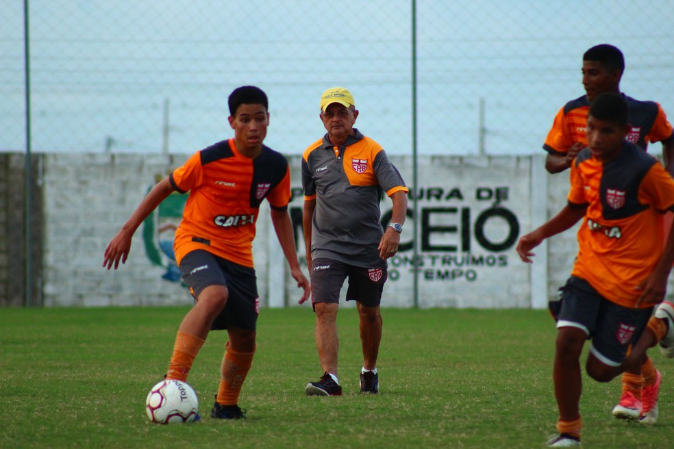 CRB informa que garotos da base são monitorados desde o início da formação — Foto: Douglas Araújo/CRB