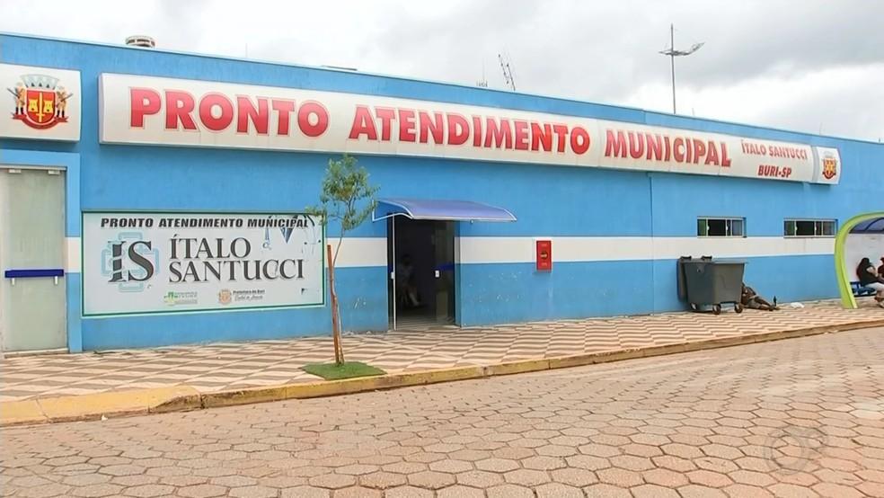 Pronto atendimento municipal de Buri - Hospital de Buri está com de seis pacientes que aguardam vaga de UTI nesta sexta (12) — Foto: TV TEM/Reprodução