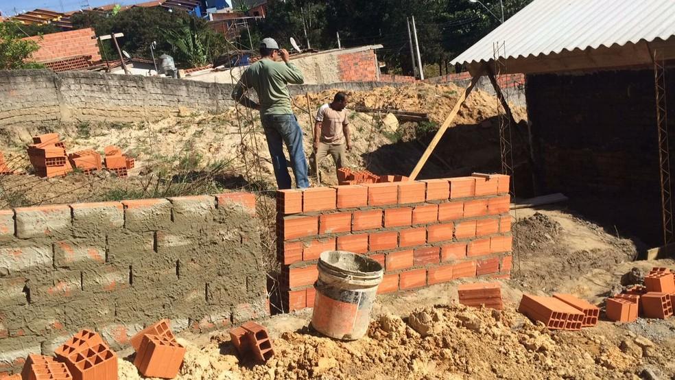 Voluntários e pedreiros contratados agilizaram a contrução (Foto: Arquivo pessoal)