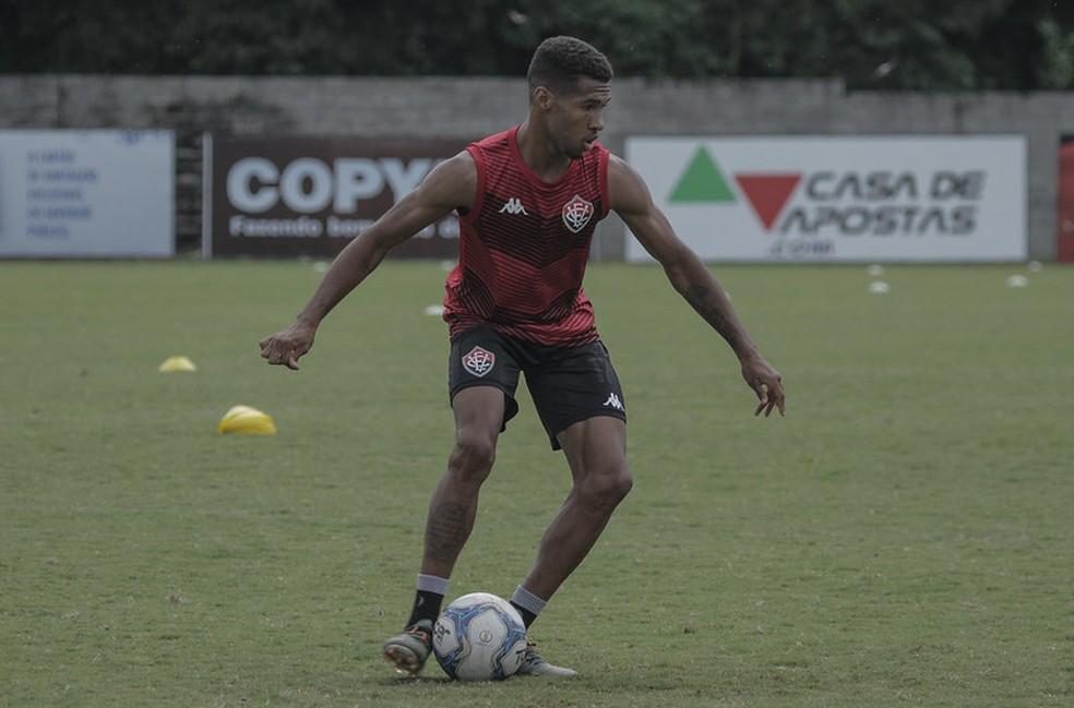 Um dos nomes procurados pelo Sport, Wesley estava no Vitória disputando a Série B do Brasileiro — Foto: Letícia Martins / Divulgação / EC Vitória