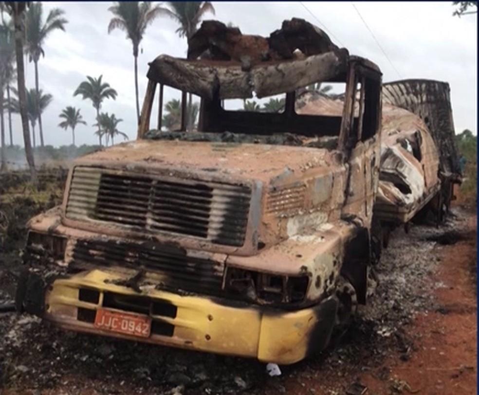 Caminhão de Obadias Pereira foi incendiado e encontrado a 60 km de Bacabal — Foto: Reprodução/TV Mirante