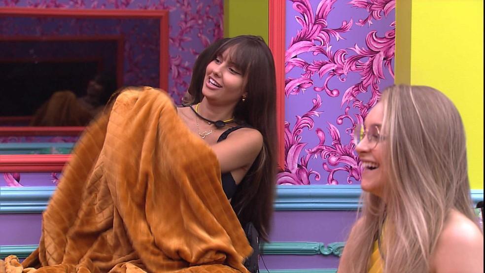 Carla Diaz brinca sobre flechada que recebeu festa: 'Estou sentindo até agora' — Foto: Globo