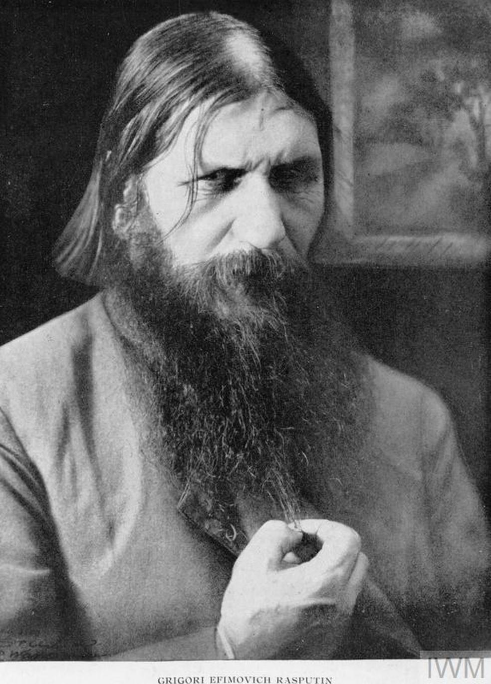 Foto de Rasputin, místico que influenciou a família Romanov (Foto: © IWM (Q 81770))