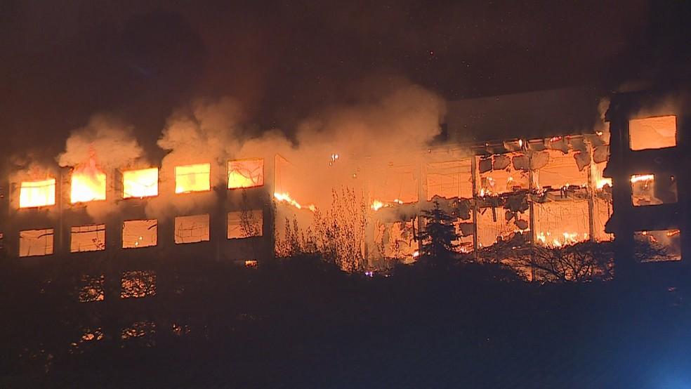 Incêndio no prédio da SSP-RS, em Porto Alegre — Foto: Reprodução/RBS TV