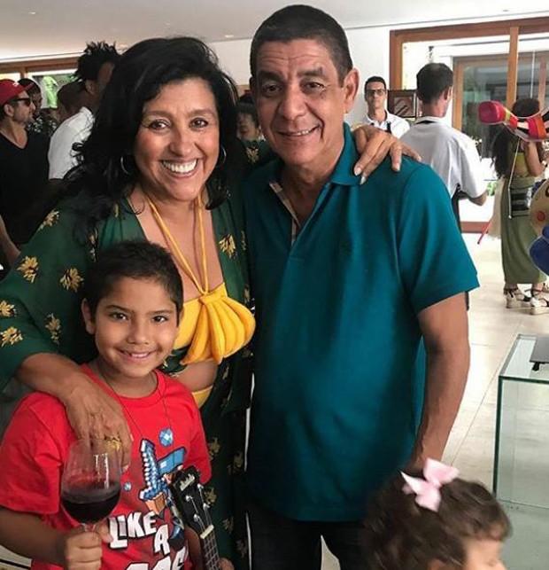 Regina Casé com Zeca Pagodinho e o neto (Foto: Reprodução/Instagram)