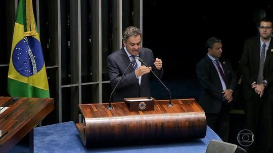 Tasso pede que Aécio renuncie à presidência do PSDB