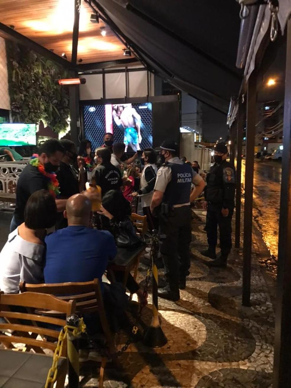 Fiscais e PM vistoriam bares para impedir aglomerações durante o carnaval no Distrito federal — Foto: Polícia Militar do DF/ Divulgação