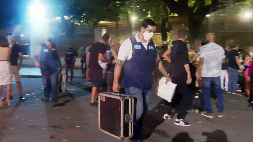 Fiscais apreendem materiais de festa no Jockey — Foto: Reprodução/TV Globo