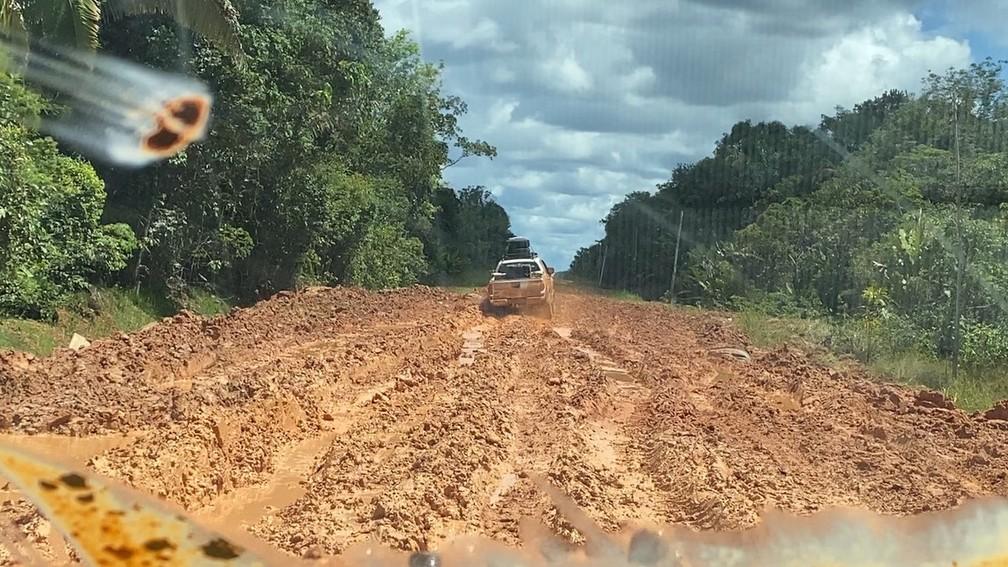 Diversos atoleiros dificultam tráfego de veículos em diversos pontos da BR-319 — Foto: Rede Amazônica