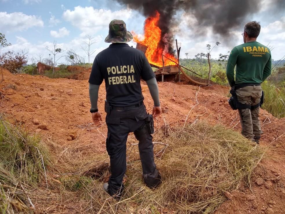 Operação conjunta do Ibama, PF e Força Nacional destruiu garimpo ilegal perto de área indígena em Altamira, sudoeste do Pará. — Foto: Ibama