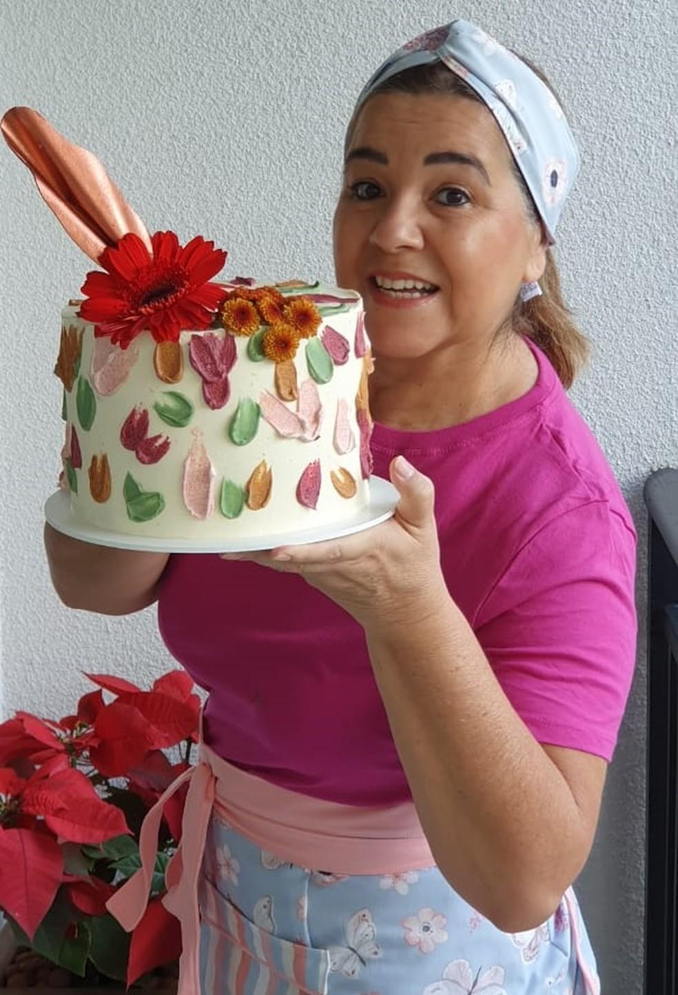 Ana Cristina fez um curso para aprender a fazer bolos artísticos e está faturando com as vendas — Foto: Arquivo pessoal