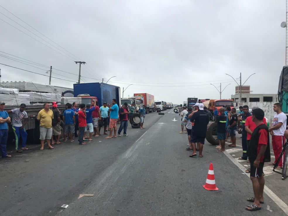 Protesto dos caminhoneiros continua no 5º dia de greve em Campina Grande (Foto: Laisa Grisi/TV Paraíba)