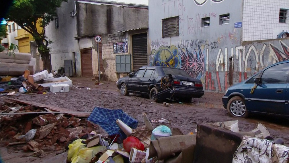 Cenário é de destruição após enchente atingir São Caetano do Sul — Foto: Reprodução TV Globo