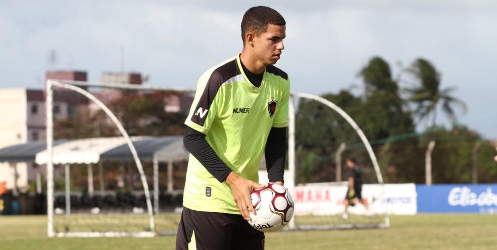 Volante Djavan trabalhou com Itamar Schülle no Botafogo-PB (Foto: Cisco Nobre / GloboEsporte.com)